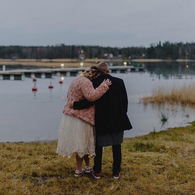 Forever loving simplicity and love ❤️ ---- Perhejuhla, automatka, purkki vegejätskiä, nukkuva kissa x 2, leffa, Star Wars -pelit ja paras ihmisseura. Siitä on tää sunnuntai tehty. Simppeliä ja kaunista ❤ // Johanna . . . . . #bohobride #thatsdarling #loveauthentic #weddingseason  #naturephoto#langvikhotel http://www.langvik.fi/