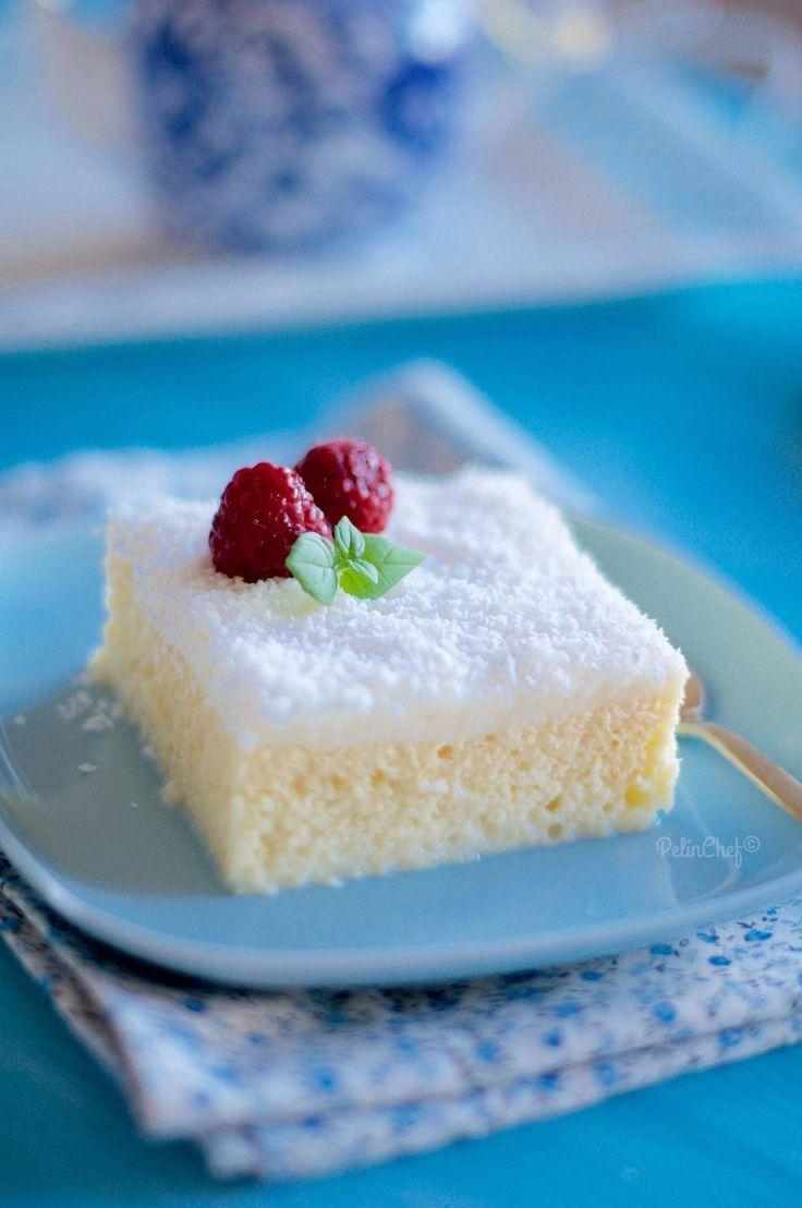 Bir yanıyla pasta, bir yanıyla sütlü tatlı, diğer bir yanıyla da şerbetli tatlı Gelin Pastası. Trileçenin verdiği ilhamla yenilerde yapılmaya başlanmış nefis bir şey. İlk kim düşünmüş yapmışsa ellerine sağlık. Ben internetten biraz bakınıp, tarifi deneyen arkadaşlarımın tariflerini biraz kendimize uyarlayarak yaptım. Kekini akşam