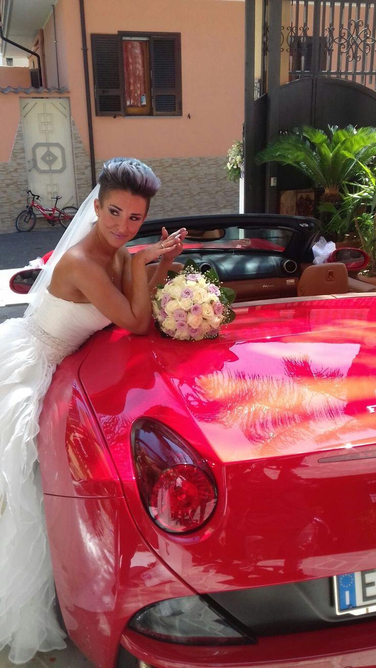 Una Splendida Sposa in Posa con la Nostra Ferrari California!!!