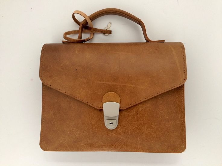 Tabletbag, made of the used leather material of the gym