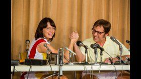 'Battle of The Sexes' Official Trailer  The true story of the 1973 tennis match between World number one Billie Jean King and ex-champ and serial hustler Bobby Riggs. IMDb: http://imdb.to/2sVEEdq  youtube.com