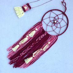 Petit attrape rêve dreamcatcher bohême ethnique laine, dégradé bordeaux et jaune, biais, ruban