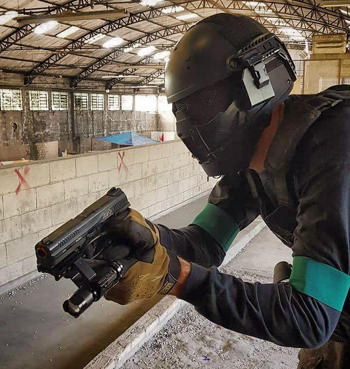 From @cqb_city_brasil  #airsoft #airsoftinternational #airsoftbrasil #airsoftsports #ares #hk #g36 #m4 #honeybadger  #cybergun #m1014 #benelli #fnherstal #p90 #echo1usa #remington700 #m28 #classicarmyusa #springfield #m14 #mk14 #army #kimber #r28 #m1911 #pistol #shotgun #rifle #dmr #sniper