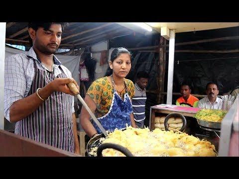 INDIAN LADY SELLING HOT VADA PAV | फेमस रगडा – पाव पॅ…