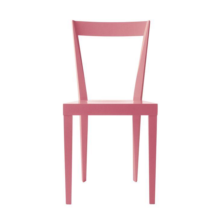 Ideata da Gio Ponti, Livia è una sedia con struttura in faggio massiccio, sedile in compensato multistrati laccato opaco in diversi colori.Sedia perfetta e di un classicismo senza tempo: questa è una delle tante definizioni date alle sedie di Gio Ponti. Le sedie di Gio Ponti furono create senza tante pretese e destinate all'uso quotidiano. La sedia Livia fu appositamente disegnata per gli uffici  dell'università di Padova nel 1937.