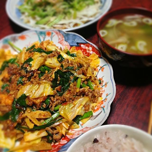 一昨日の夕飯あげ忘れ。 よく作るやつです。 「きのう何食べた?」のレシピ。 - 10件のもぐもぐ - ニラとキャベツと油揚げの中華風ひき肉味噌炒め by palico