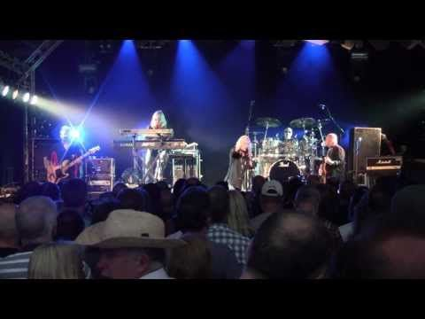 Magnum - Kingdom of Madness / On a Storyteller's Night (Live, 2005) Livin' the Dream DVD - YouTube