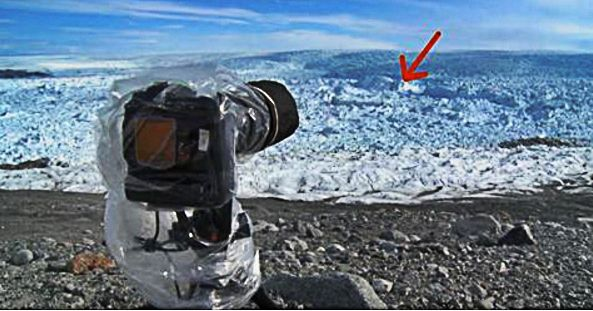 Man Points His Camera at the Ice – Then Captures the UNIMAGINABLE on Film