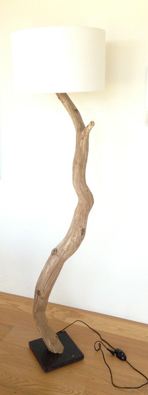 Staande lamp, totaal 180 cm hoog, van Verweerd geschuurd Eiken op hardstenen voet van 25x25X3 cm, inclusief snoer met dimmer schakelaar en katoenen kap rond 47x28cm .zie webshop gbhnatureart