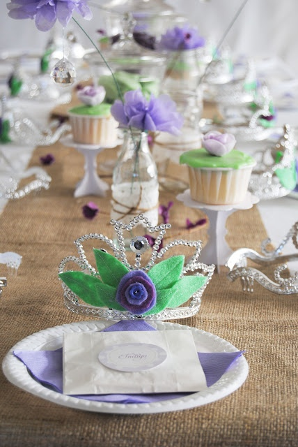 partyWoodland Princesses, Princesses Crowns, Tables Runners, Parties Ideas, Whimsical Woodland, Parties Tables, Princess Party, Princesses Parties, Tables Decor