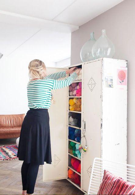 Descubre cómo reutilizar taquillas metálicas viejas para decorar tu hogar. www.manualidadesytendencias.com #decoración #taquillas #homedecor #tendencias #decoration #vintage  #craft #room #taller #manualidades