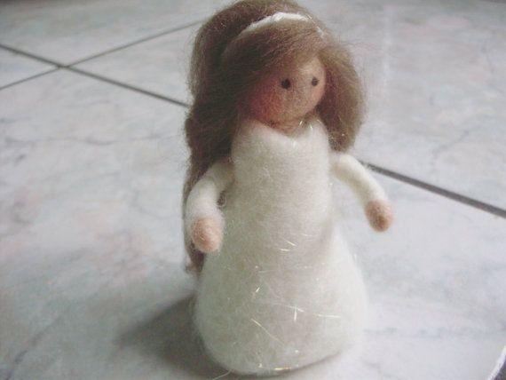 Infeltrita ad ago bambola fatta a mano lana mohair di MarinellArt