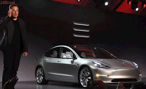 Tesla Model 3 é lançado oficialmente com painel minimalista e ignição via app