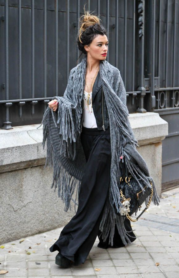 CAPE Sisley, PANTS Zara. BAG Marc Jacobs, NECKLACES Nadka