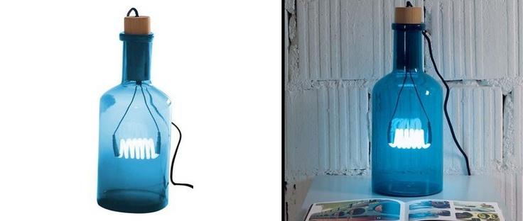 Lámpara Bouché de Seletti en botella de cristal con iluminación de neón cálida e íntima. #seletti, #lamp, #lampara, #iluminacion, #lights, #neon, #selab, #zambelli, #lampe, #decoration, #decoracion, #interiorismo, #interiorsim, #home, #leuchte.