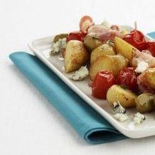 Verwarm de oven voor op 200°C. Halveer de ongeschilde aardappelen.Leg ze in een bakblik en besprenkel met olijfolie.Kruid met peper en zout. Rooster de aardappelen gedurende 20 min. in de …