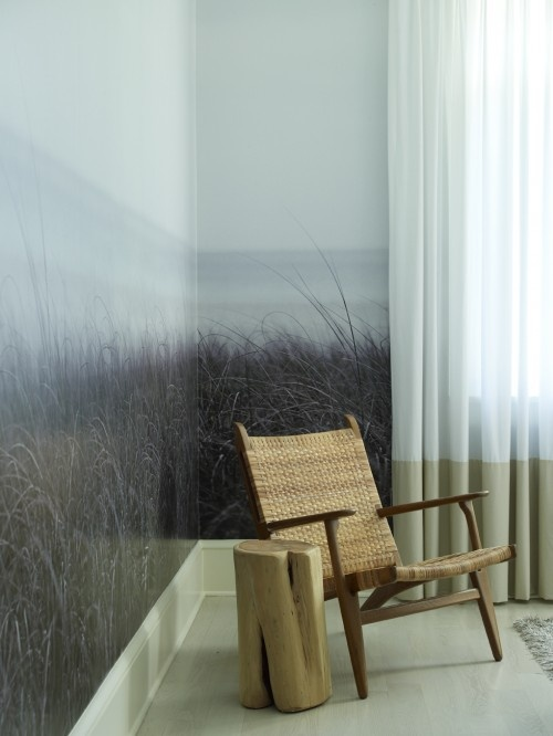 love the sea grass painted wall
