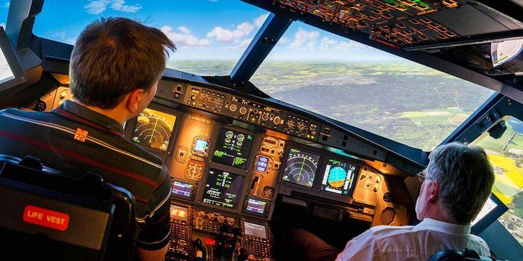 Einen Jumbo durch Schneegestöber manövrieren, mit dem Heli auf einer Fregatte landen, bei Nacht über Las Vegas fliegen: Ein Erlebnis im Flugsimulator ist unvergesslich. Fühlen auch Sie sich wie ein echter Pilot, wir haben mit zahlreichen Anbietern für Sie verhandelt. Sie zahlen ab 39 € und sparen bis zu 51 Prozent.