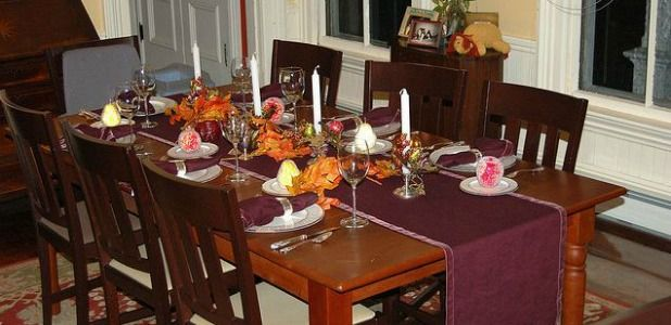 Dining room beauteous thanksgiving party table settings for Dining room decorating ideas for thanksgiving
