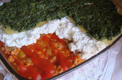 Lasaña con espinaca, carne, requesón y la bandera de Italia. | 16 Recetas de lasaña que mejorarán tu vida infinitamente