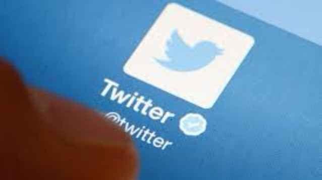 Twitter novità: nuova interfaccia unificante, e pulsanti nei Messaggi Diretti Non amo particolarmente i bot su Messenger, figurarsi su Twitter: la cosa bella dei contatti social con le aziende era che, in genere, ti rispondevano subito, senza le perdite di tempo dei call cente #twitter #interfaccia #messaggidiretti