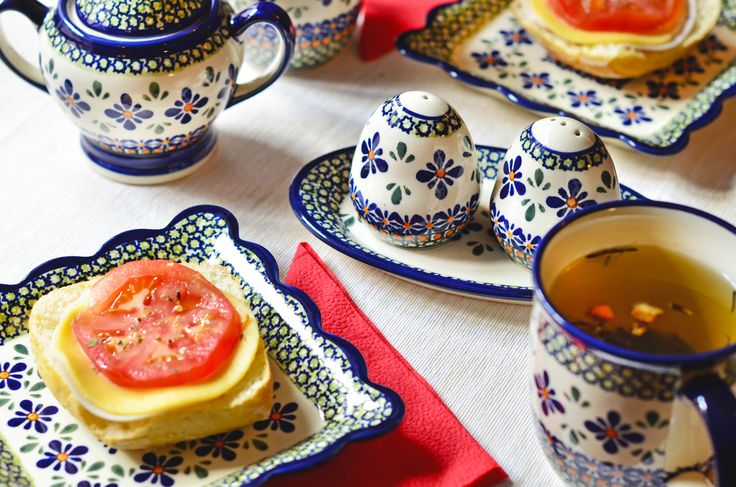 Boleslawiec pottery. Unique pattern no. DU60