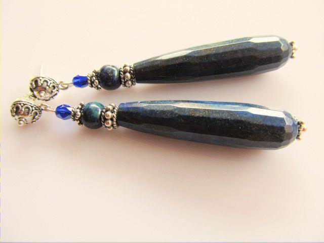 Oorbellen Diane lange pegel lapis lazuli met chrysocolla en glaskraal facet. met mooie oorsteker met halve bol ornament. geheel zilver. www.doloressieraden.nl