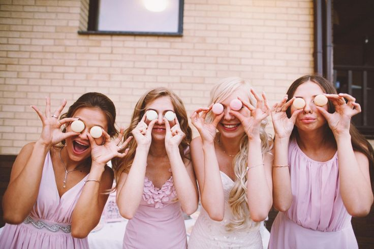 funny bride with her bridesmaids