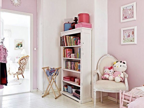 little+girls+bedroom+and+bookcase Romantic Small Apartment Style