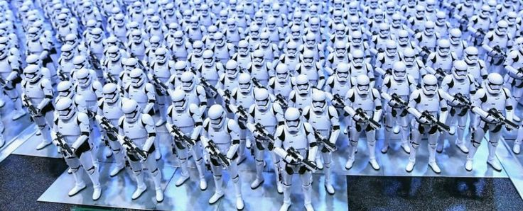 We never see a journalist in Star Wars. Not in eight movies and counting. The galaxy is otherwise rich in professions. There are bartenders, bounty hunters, geneticists, one librarian, medics, moisture farmers, musicians, senators, soldiers and a...