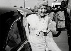 """8 Septembre 1954 / (PART IV) Marilyn arrive à New York pour tourner le film """"The seven year itch"""", avant de regagner sa chambre du """"St Regis Hotel"""" où elle séjournera le temps du tournage."""