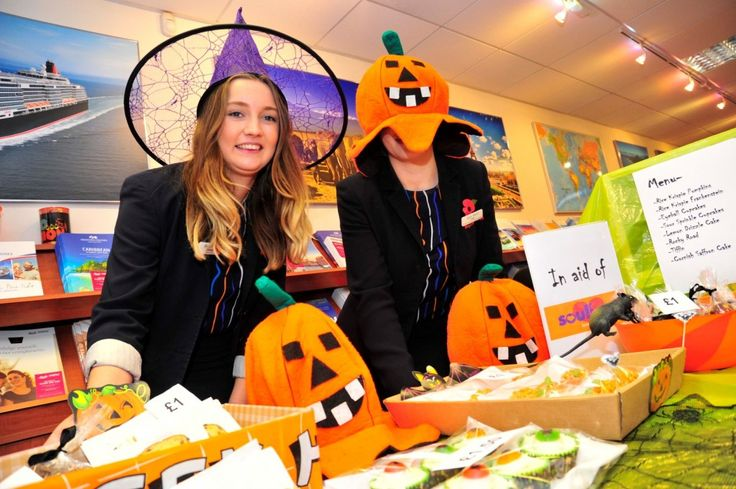 Freaky Friday in Weymouth town centre on 30th October 2015.   Bath Travel.  Picture: Graham Hunt.