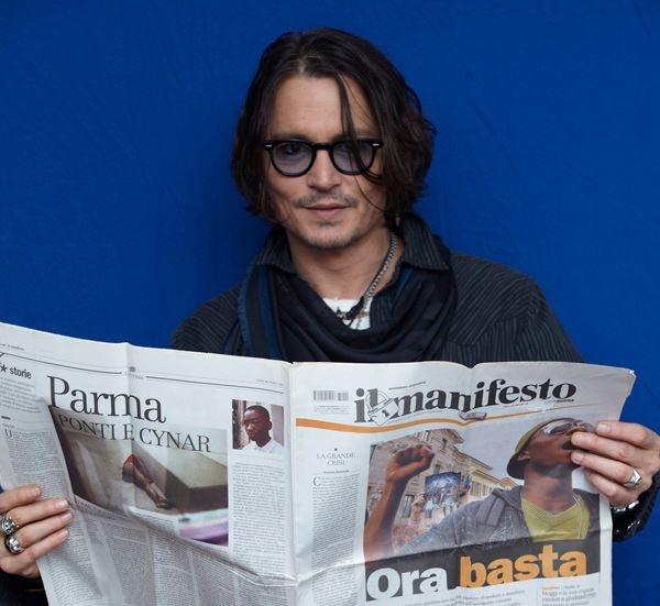 Johnny Depp supports il manifesto (photo by Luca Celada)
