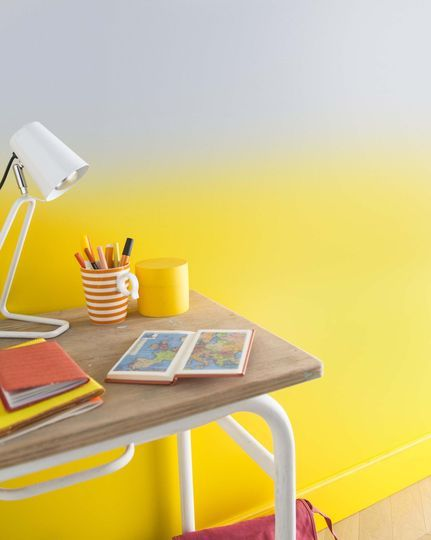 17 best ideas about pale yellow walls on pinterest light yellow walls yellow kitchen walls for Peinture jaune fluo