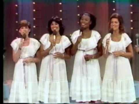 ▶ Heritage Singers I Just Feel Like Something Good - YouTube