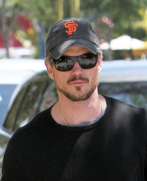Eric Dane Photos Photos - Actor Eric Dane gets a delicious smoothie from The Body Factory in West Hollywood. The actor wore a San Francisco Giants hat, not a very welcome sight in LA. (Though given the Dodgers shameful record, who'd want to be caught in Dodger blue?) - Eric Dane Getting A Smoothie At Body Factory