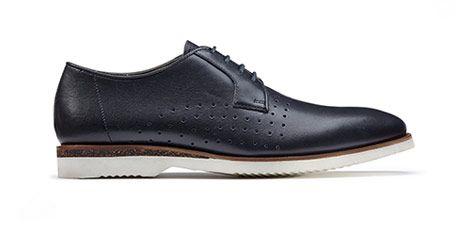 Die modernen Herren Business-Schuhe mit heller Kontrastsohle in blauem Premium Glattleder sind die perfekte Symbiose von Style und Komfort. Die antibakterielle XL EXTRALIGHT® Sohle ist zudem dreimal leichter als eine gewöhnliche Sohle. Bestellen Sie jetzt das Modell Tulik Edge für 99,95 Euro: http://www.clarks.de/p/26114271