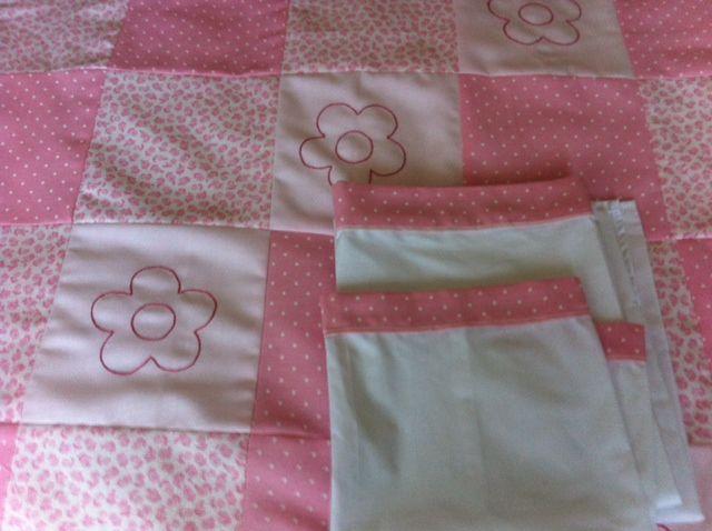cobertor para cuna de bebe con juego de sabanas.