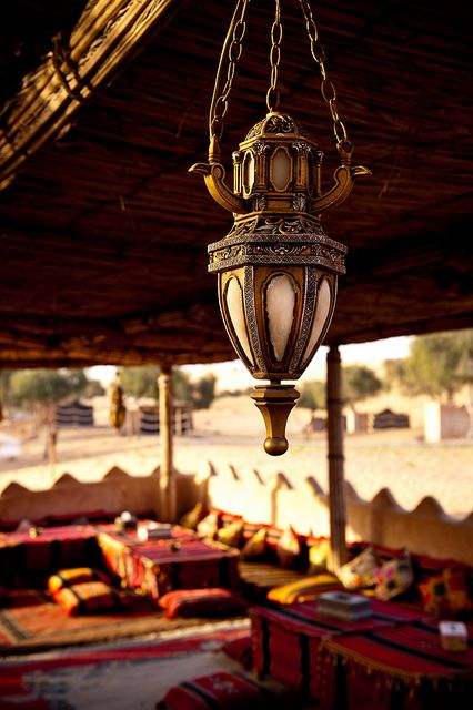 recadosdatenda:    sevdaverdana:    alyibnawi:    acampamento no deserto,porOmã Turismono Flickr.    Perfeição.