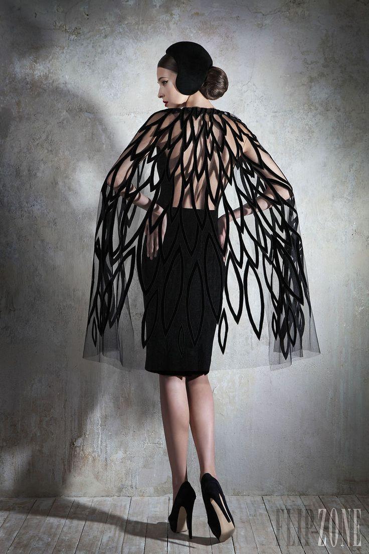 Yulia Yanina - Couture - Fall-winter 2013-2014 - http://www.flip-zone.net/fashion/couture-1/independant-designers/yulia-yanina-4042