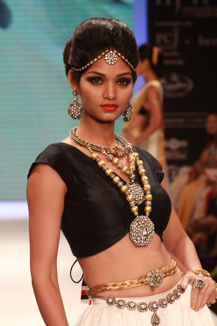 You can easily incorporate a variation of her style with the jewelry aloneIndian Jewellery, Fashion Style, Indian Ethnic, Indian Fashion, Indian Women, Bridal Fashion, Indian Style, Indian Bridal, Desi Style
