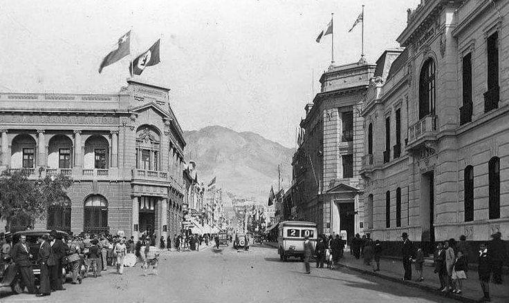 Calle Arturo Prat , Edificios con banderas del Partido Nacional Socialista, en la ciudad de Iquique . 1938