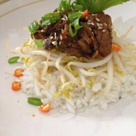 """""""masih ada semur daging semalam, makan siang ala korea simple Bibimbap"""