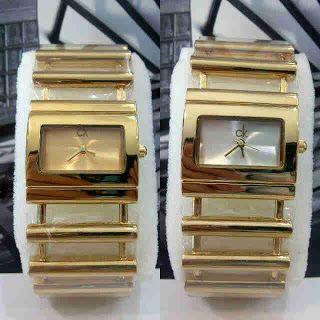 Calvin Klein Gold Loose Chain Harga : Rp 210.000,- Tipe : jam tangan wanita Kualitas : kw super Diameter : 3,5cm Tali : rantai  Pemesanan : SMS: 081802959999 Pin BB : 270C3124 TERIMA RESELLER