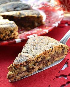 Buongiorno a tutti, oggi vi propongo la Torta Cookie con Cuore di Nutella. Io ho usato uno stampo natalizio perché l'ho concepita come un'
