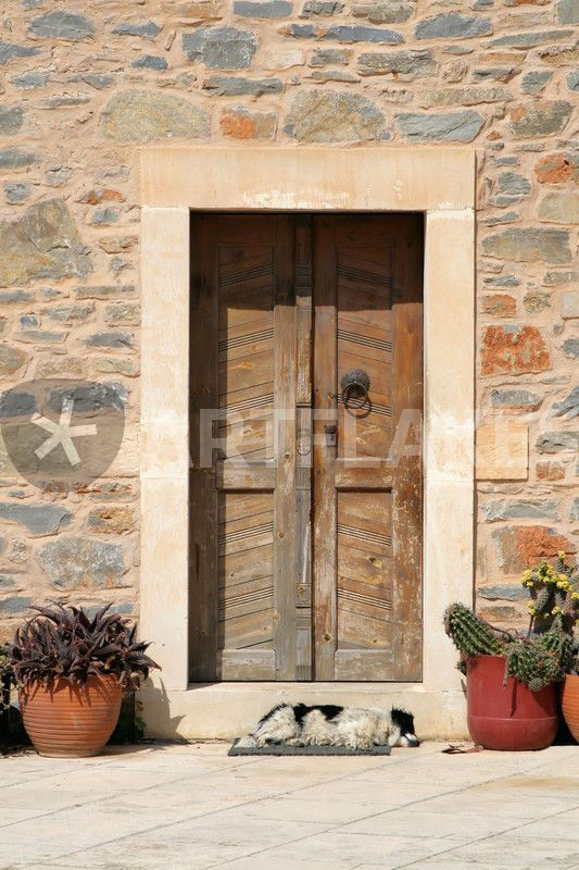 """the watchdog"" von Bernd Hoyen #fotografie #photography #fotokunst #photoart #fassade #fassaden #facade #facades #tür #türen #door #doors #hund #hunde #dog #dogs #braun #brown #detail #urban #griechenland #greece #kreta #crete"