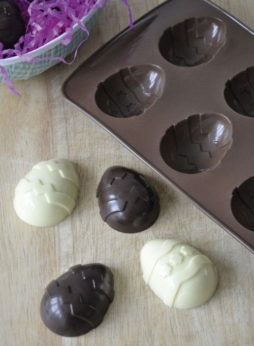 Raw white chocolate and chocolate recipe with  coconut cream. lots of variations. Blog_easter eggs white and dark