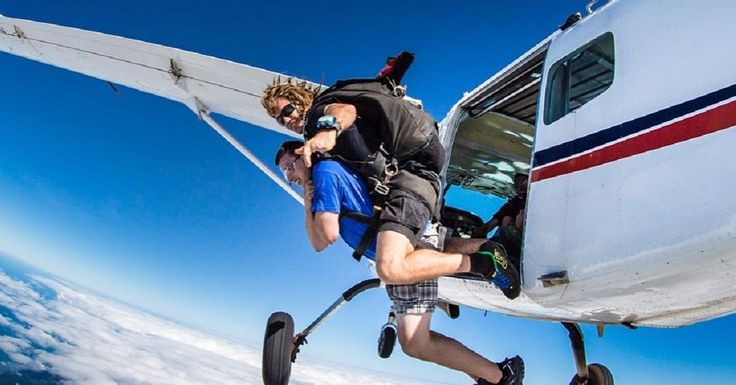 "709 Likes, 13 Comments - Mi Gold Coast ☀️🇦🇺🐬 (@migoldcoast_) on Instagram: ""See spectacular views with Skydive Australia. Located in Brisbane & Byron Bay with pickup transfers…"""