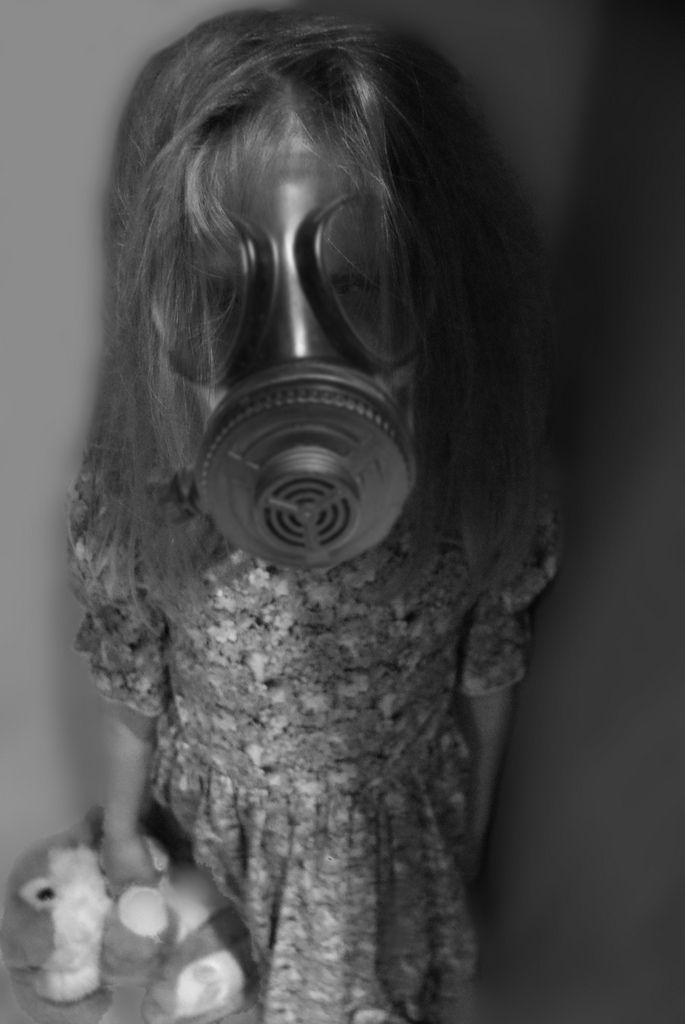 (⊙囟⊙)Creepy Little Girl