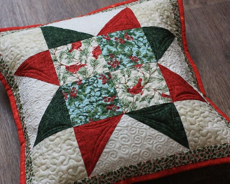 "Лоскутная стеганая подушка ""Новогодняя звезда"" / New Year patchwork quilted pillow cover"